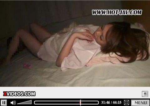爆乳お姉さんの寝ながらオナニーをじっくり観察するアダルト動画
